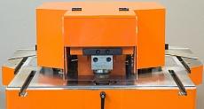 Защитный кожух, узел пробивки отверстий, пазы на рабочем столе для упора заготовок направляющими, мерная линейка на рабочем столе